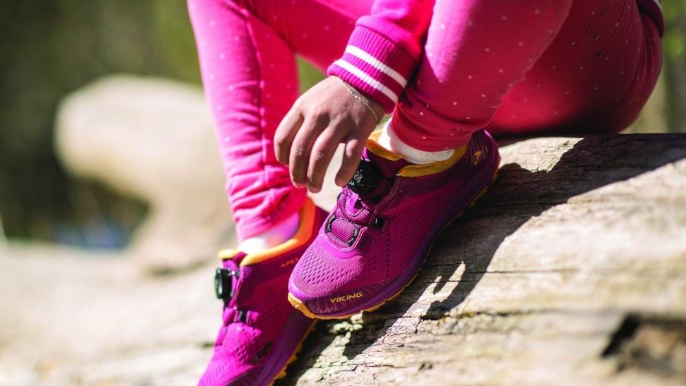 5a34da5e Det er ikke alltid like lett å finne riktig størrelse på skoene til barna  når du handler på nett. Her har vi samlet litt enkle tips for enkelt å  finne ...